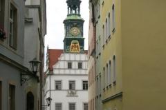 Blick_Gasse_Rathaus_Pirna-kl